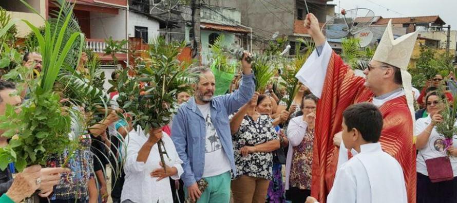 Dom José celebra o Domingo de Ramos durante visita pastoral