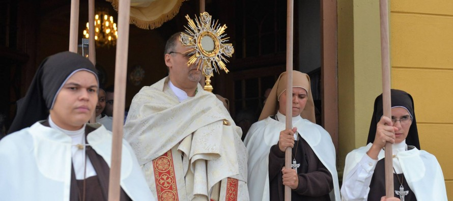 Dom José celebra a solenidade de Corpus Christi na Catedral de Santo Amaro