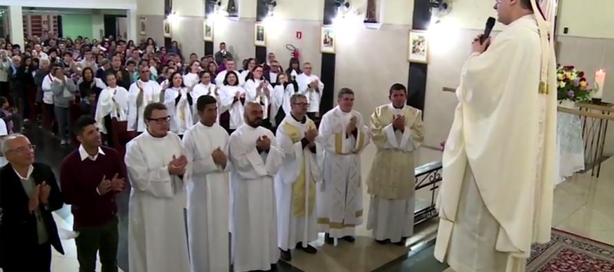 Dom José Negri celebra missa de envio para missionários que irão para o Amazonas