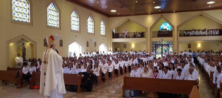 Dom José celebra missa com Ministros Extraordinários da Comunhão