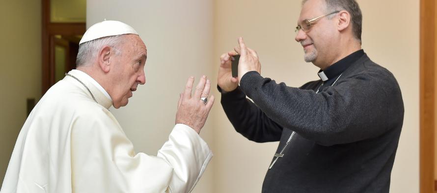 Dom José Negri grava vídeo do Papa Francisco com mensagem para a juventude
