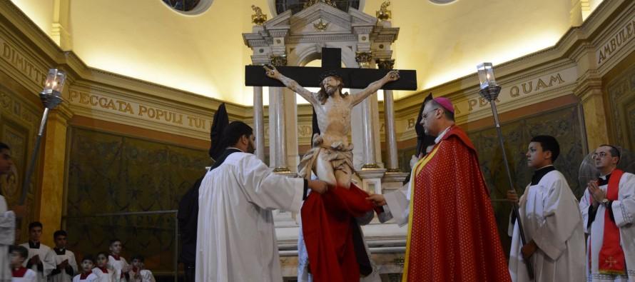 Bispo diocesano celebra sexta-feira da Paixão na Catedral