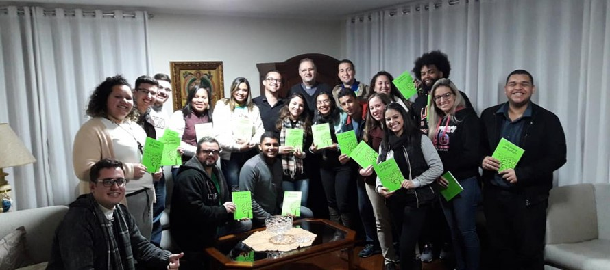 Jovens do Setor Interlagos visitam a casa episcopal