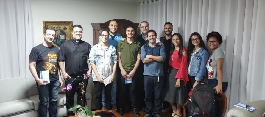 Jovens do Setor Sabará visitam a casa episcopal