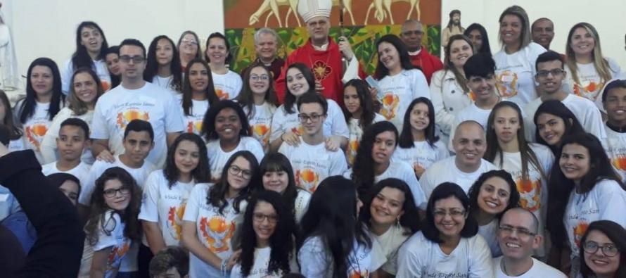 Jovens de duas paróquias do Setor Sabará são crismados