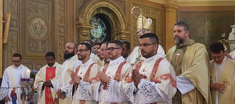 Três diáconos salvistas são ordenados na Catedral de Santo Amaro