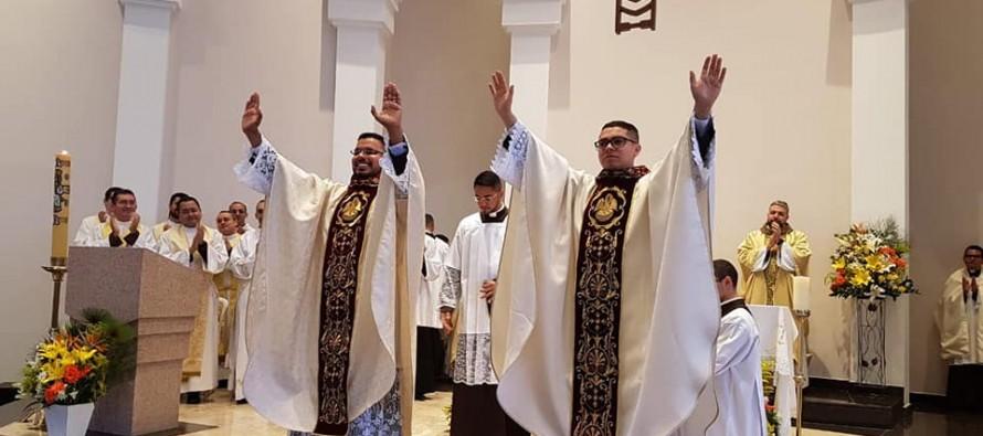 Bispo diocesano ordena dois novos presbíteros no Santuário Nossa Senhora de Fátima