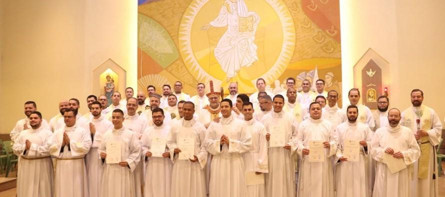 Seminaristas Diocesanos e Religiosos são instituídos nos ministérios de leitorato e acolitato