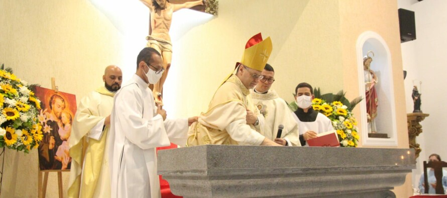 Fotos: Dedicação do novo altar da Paróquia Bom Pastor